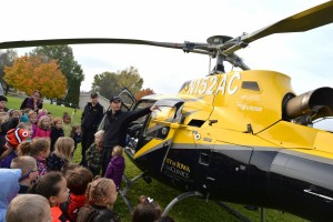 Mercy Medical Center - Dubuque AirCare3 Visits Hoover Elementary School